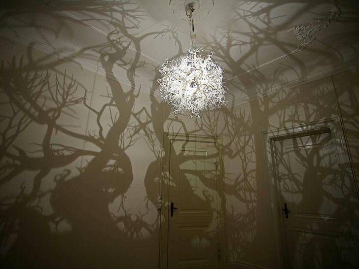 Đèn chùm này hứa hẹn sẽ biến những bức tường trong nhà bạn thành một rừng cây.