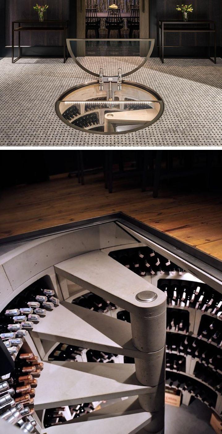 Một thiết kế sáng tạo và sang trọng với những chai rượu vang quý giá trong một hầm rượu được đặt giữa nhà.
